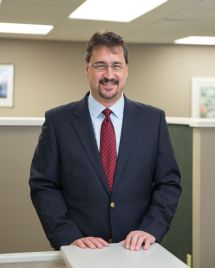 Doug Parrish, insurance agent and co-owner of Gress Kinney Parrish Insurance Center │ Doug Parrish, agente de seguros y copropietario de Gress Kinney Parrish Insurance Center