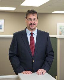 Doug Parrish, insurance agent and co-owner of Gress Kinney Parrish Insurance Center │ Doug Parrish, agente de seguros y copropietario de Gress Kinney Parrish Insurance Center